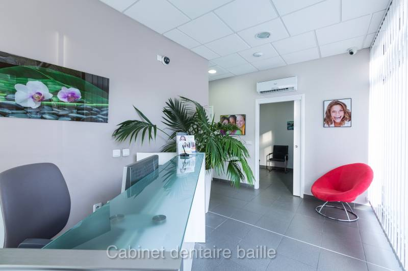 implant dentaire Marseille cabinet 141 baille